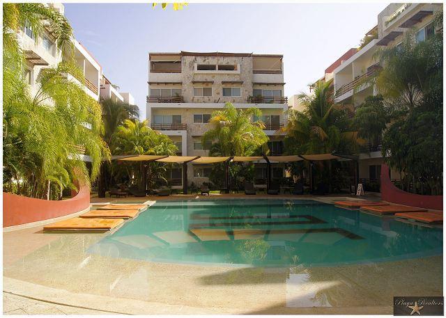 NICE DECOR - VERY BIG *  GYM *JACUZZI * STEPS FROM 5th AV & MAMITAS BEACH - Image 1 - Playa del Carmen - rentals