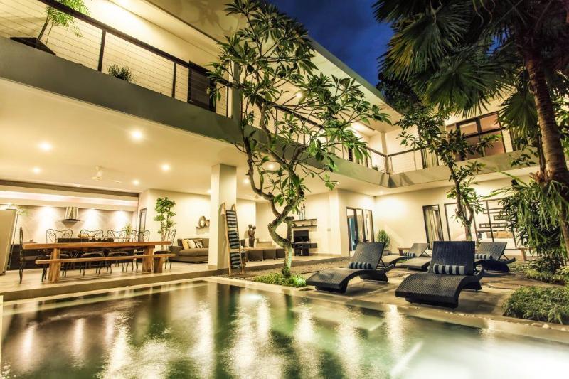 A spectacular shot of the villa at night - Villa Lamunan 5 Bedroom Villa Legian / Seminyak - Seminyak - rentals