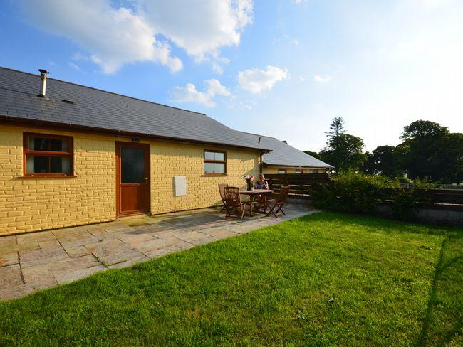 View towards the cottage with patio and garden - TYBYR - Capel Bangor - rentals