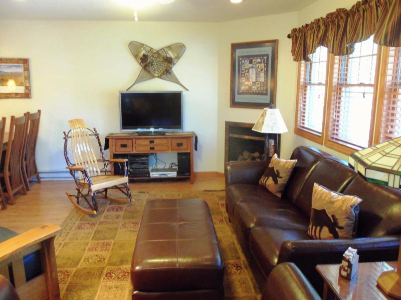 Living Room - PINEHILL TOWNHOME #052 - Lake Placid - rentals