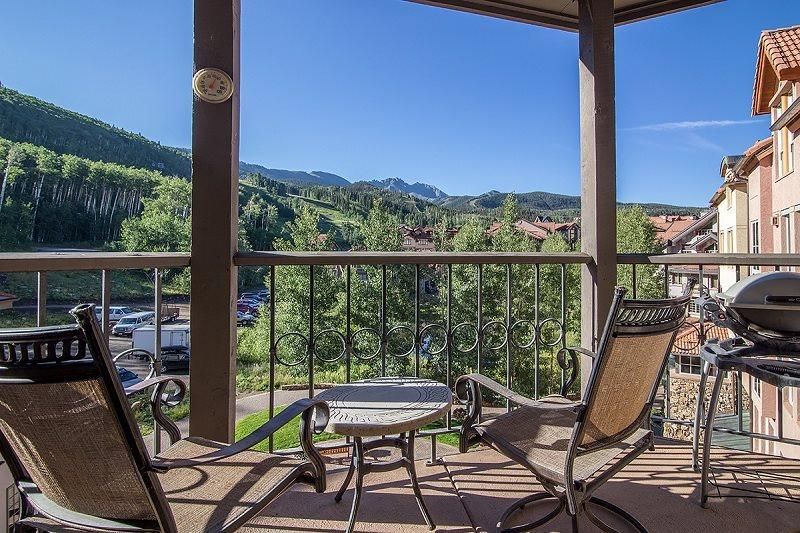 Westermere 410 - Deck with breathtaking views, outdoor furnutire - Westermere 410 - 4 Bd Plus Sleeping Loft / 4 Ba - Sleeps 8 - Located in the core of Mountain Village - Easy Ski Access - Telluride - rentals