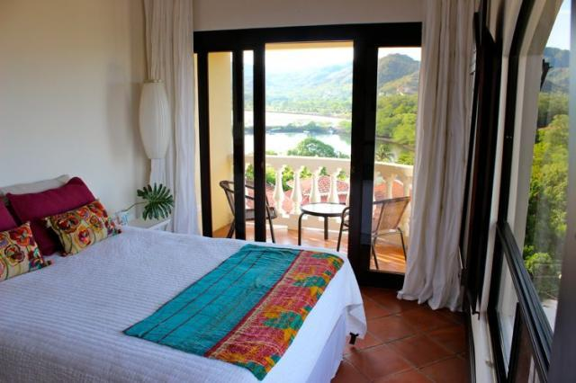 Master bedroom with terrace and private bath - Tres Vistas Penthouse - Playa Flamingo - rentals