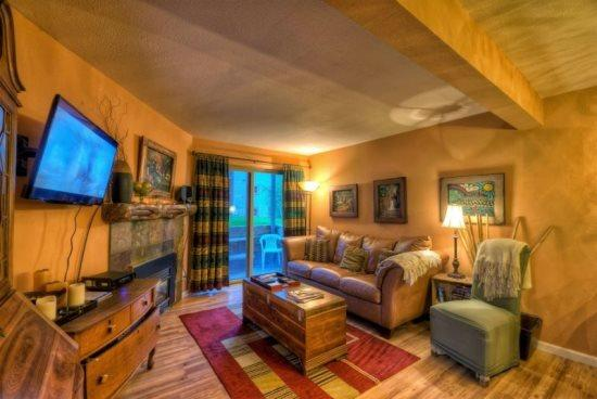 Living Area With Sleeper Sofa, Gas Fireplace, Flat Screen TV - Shadow Run A 103 - Steamboat Springs - rentals