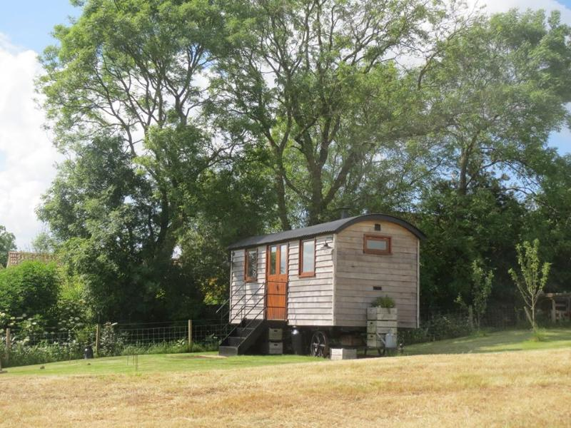 Len's Hut is likely to be Somerset's best kept secret until now. Perched high up on the Mendip Hills - Tor View Shepherds Huts - Somerset - rentals