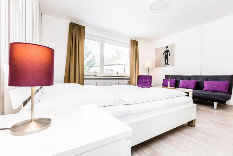 94 Modern Center apartment for 5 in Cologne Deutz - Image 1 - Cologne - rentals