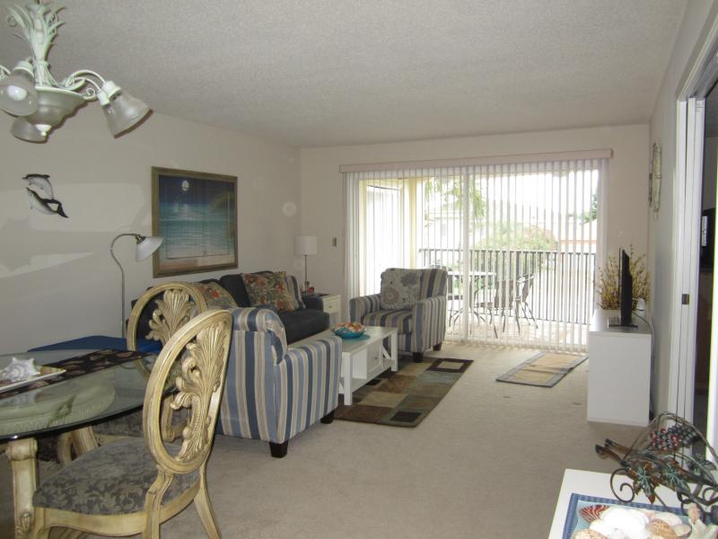 Living Room/Dinning Room - Wonderful Belleair Beach Condo - Belleair Beach - rentals