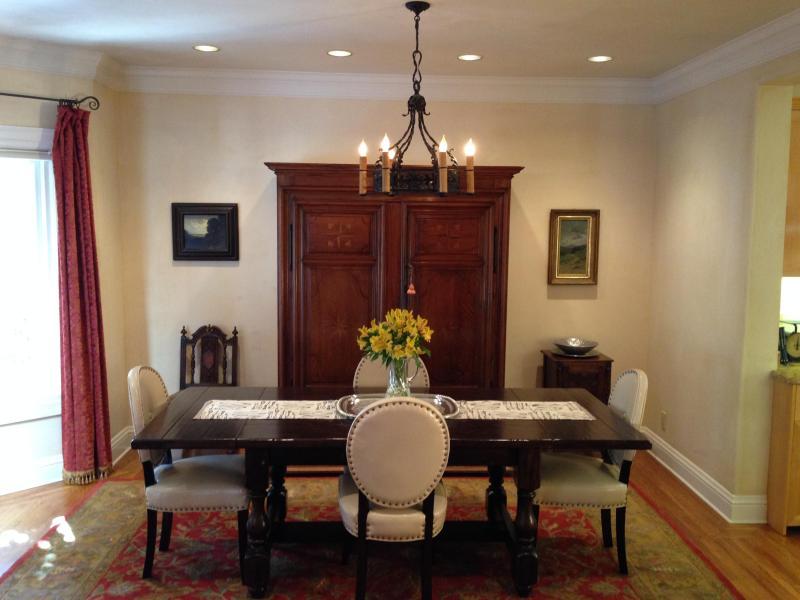 Living Room - A Luxury Condo on Telegraph Hill - San Francisco - rentals