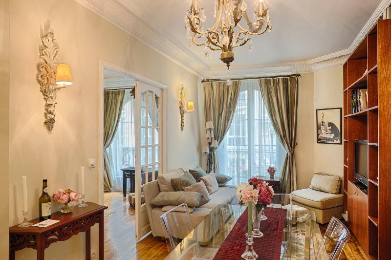 Spacious living room - Paris: Le Trésor, Montmartre - luxury 2 bed apt. - Paris - rentals