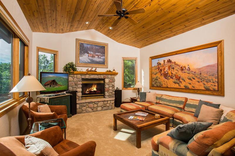 Valley Vista: Living Room - Valley Vista Chalet: Views, Private Hot Tub, Huge - Steamboat Springs - rentals
