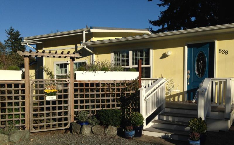 Cottage - front - The Cottage at Langely - Langley - rentals