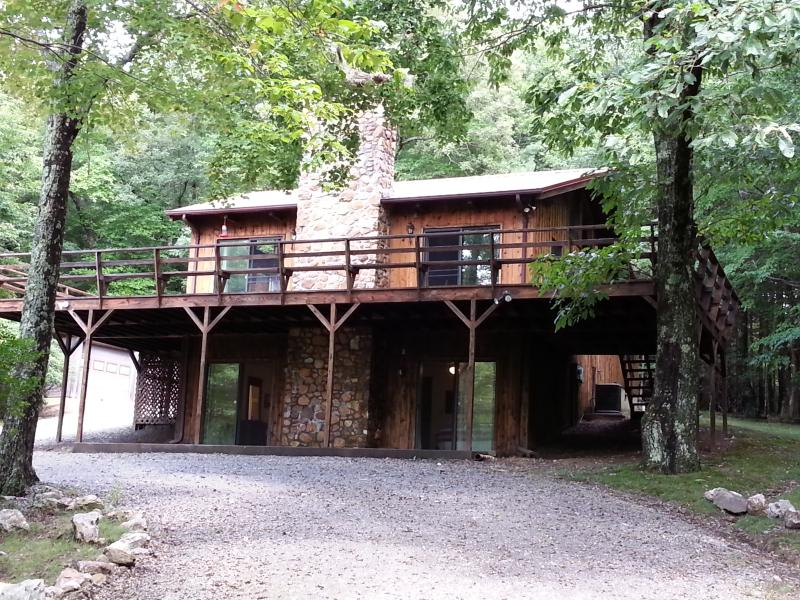 House coming up the driveway - 5 Acres of Serenity on Blue Ridge Parkway - Sparta - rentals