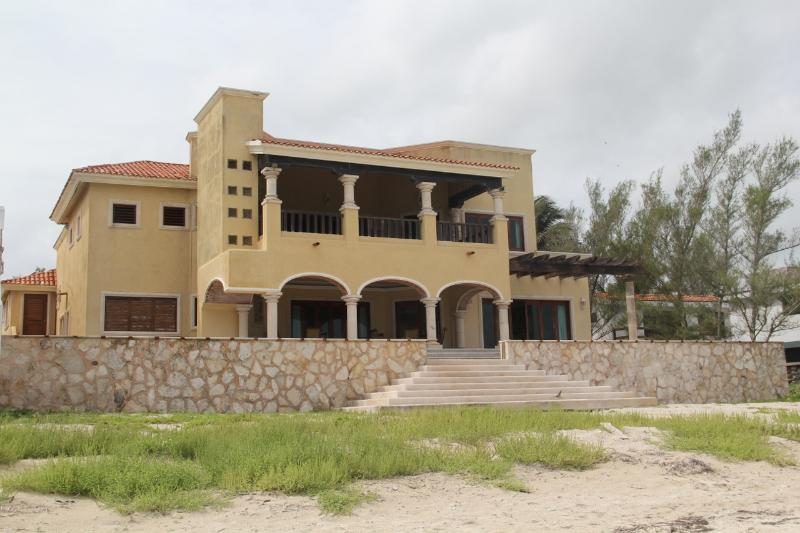 Extraorinary Casona Progreso, 1 mile from Malecon - Image 1 - Progreso - rentals