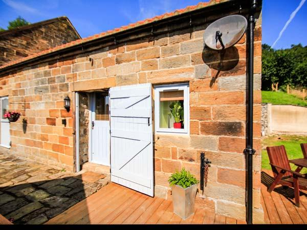POPPY COTTAGE, studio barn conversion, eco-friendly, in Aislaby, Ref 911816 - Image 1 - Aislaby - rentals