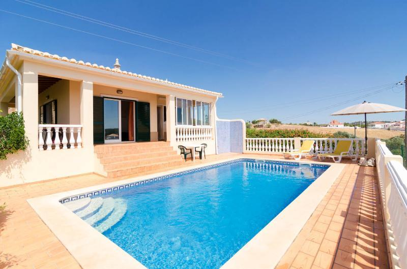 Pool has roman steps, and loungers and parasol provided - Casa Papaya - Silves - rentals