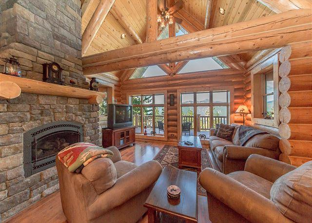 Welcome to Eagle's Nest - Summer Specials! Eagle's Nest Overlooking Lake Cle Elum!  4BR | Hot Tub - Cle Elum - rentals