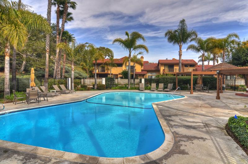 Community pool available to you during your stay! - Condo with yard, tennis courts, A/C and more! - San Clemente - rentals