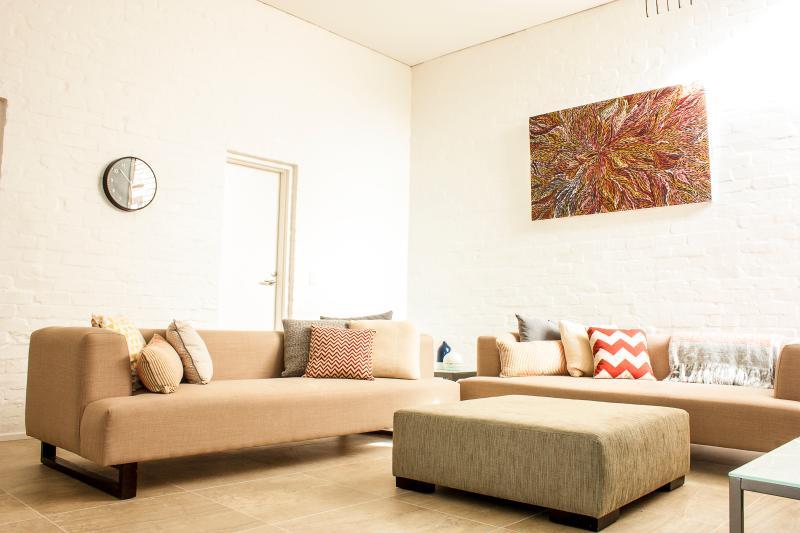 Living area. - York St - Richmond - rentals