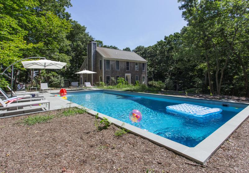 Front View of House - 1.1 Acres, 3500 Square ft & Secluded in Exclusive Hither Woods Neighborhood - Montauk - 6 BR / 4 Bath House w/ Pool & Beach Pass - Montauk - rentals