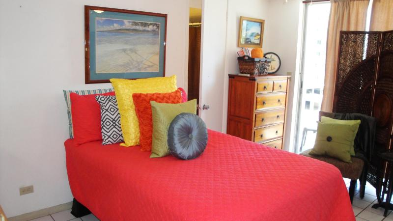 Welcome to your cozy, centrally located Studio - Central Waikiki Penthouse, Kitchen Suite  PP904 - Honolulu - rentals