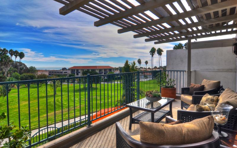 Beautiful views overlooking pitch-and-putt course - Ocean View Condo with Community Pool! - San Clemente - rentals