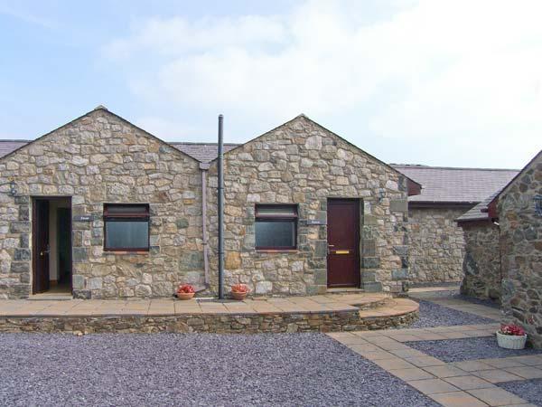 RAVEN, all ground floor, communal games room, superb on-site facilities, in Newborough, Ref 915450 - Image 1 - Dwyran - rentals