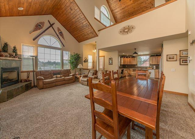 Evergreen Lodge - Exceptional 4BR Cabin in Roslyn Ridge! Hot Tub|Sports Court|Summer Specials - Roslyn - rentals