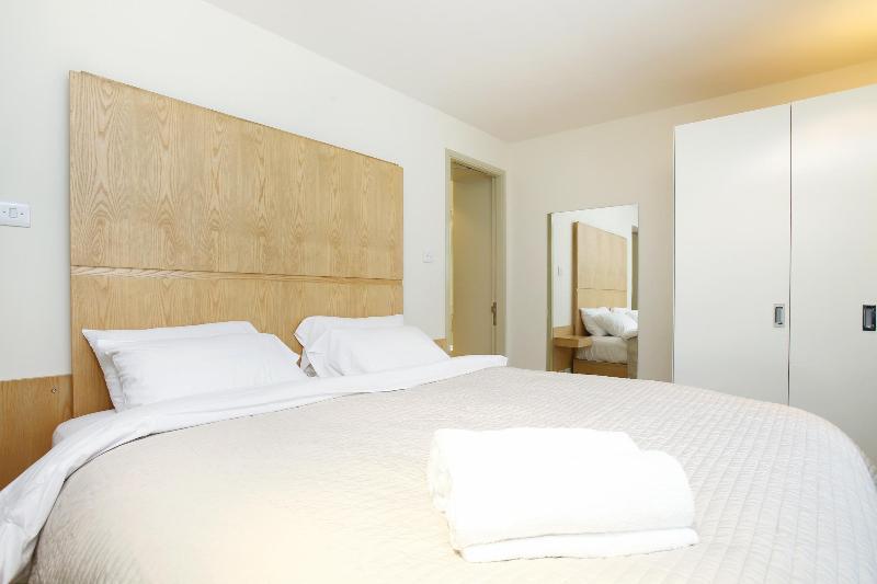 Master Bedroom - 52. South Kensington Chelsea Townhouse- Huge Patio - London - rentals