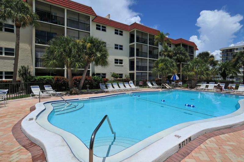 La Siesta Swimming Pool - La Siesta - Steps to Siesta Key, FL #1 Beach! - Siesta Key - rentals