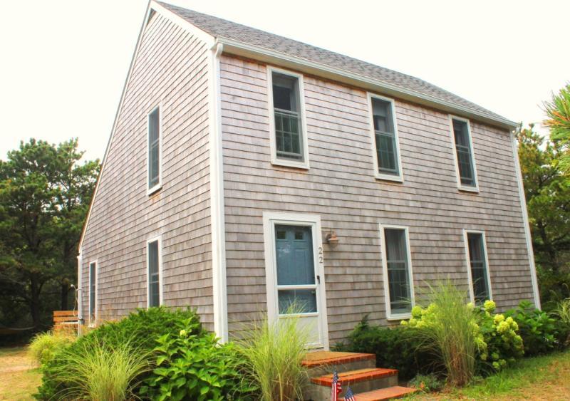 #7138 Terrific Katama rental with three bedrooms & two baths - Image 1 - Edgartown - rentals