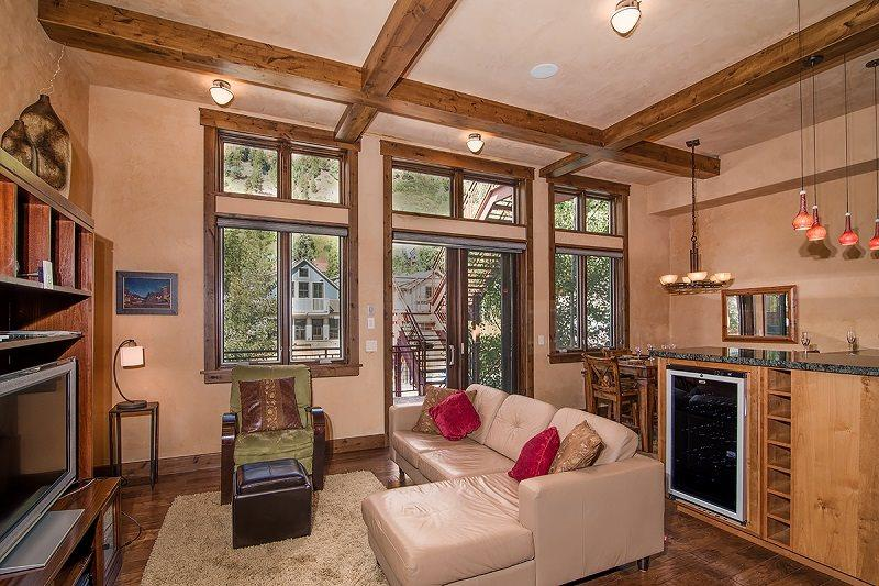Bear Creek Loft B - Open floor plan, tall ceilings - Bear Creek Lofts Unit B - Deluxe 2 Bd / 2 Ba Condo Sleeps 4 - Ideal downtown Telluride location! - Telluride - rentals