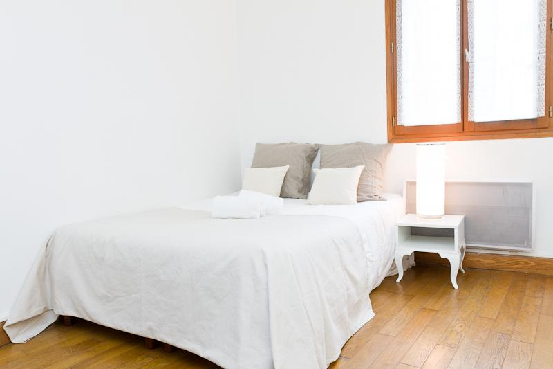 Comfortable Bed - 19. Saint Genevieve–Cosy and Central–Latin Quarter - Paris - rentals