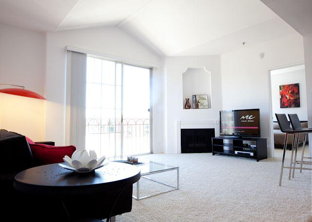 Living Area - Experience the Beauty of Miracle Mile - West Hollywood - rentals