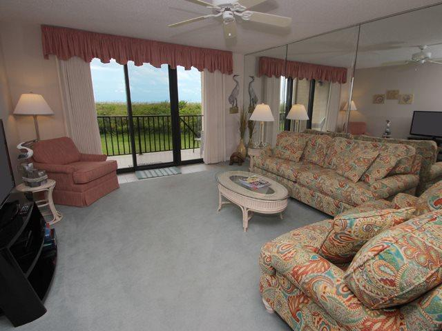 Living area - Island Club, 2101 - Hilton Head - rentals