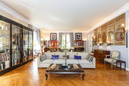 Spacious La Grandoise- with elegant décor, ensuites & central location - Image 1 - 17th Arrondissement Batignolles-Monceau - rentals