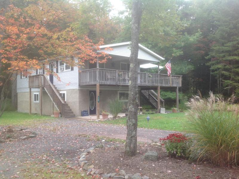 Spacious country home in quiet wooded setting - Image 1 - Pocono Lake - rentals