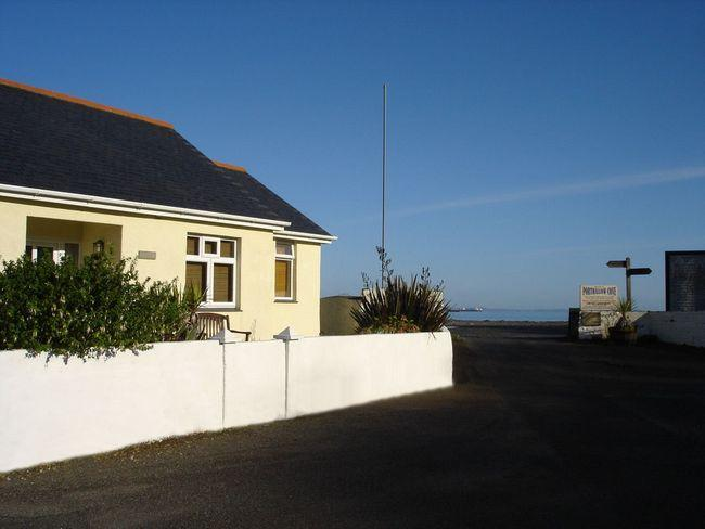 View of the property and beach - LPEBB - Porthallow - rentals