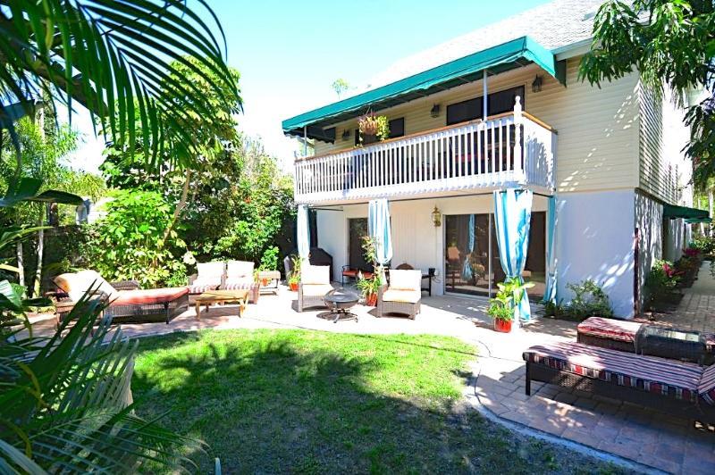 Westerly Yard and Garden Patio- shared. - Casa Van Lopik (c)- Your lush island getaway! - Siesta Key - rentals