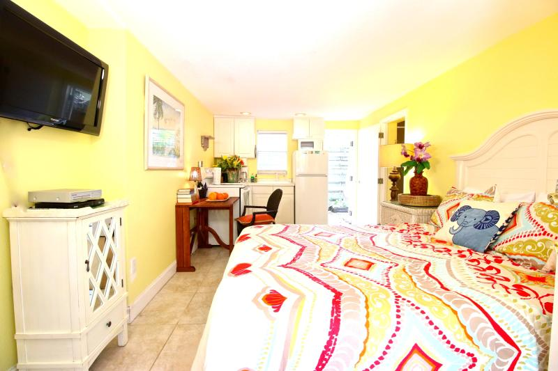 Our Top Location! The Siesta Key Village Studio. - Image 1 - Siesta Key - rentals