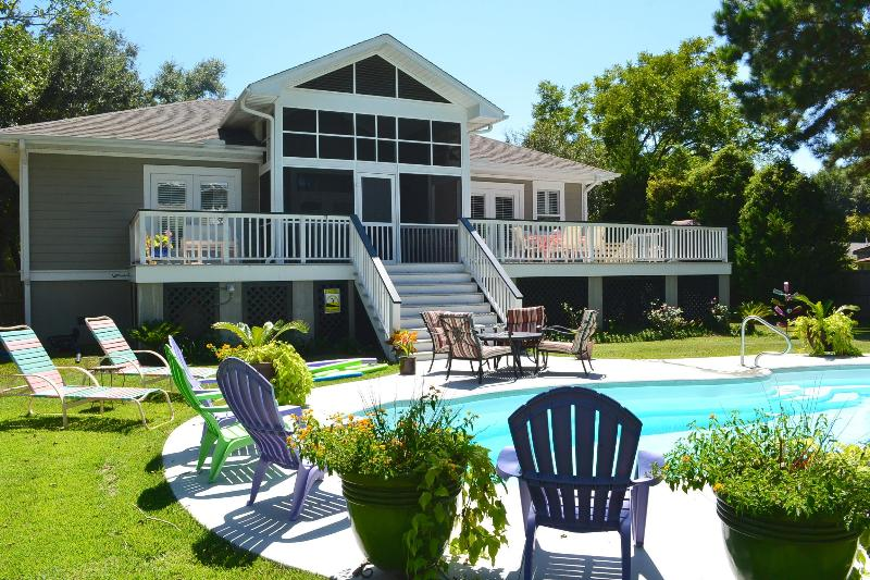 Gorgeous Pool. Eco Conscious Saltwater Healthy Pool. 30 ft and sitting ledges. - Private Pool | One Level Vacation Rental Charlest - Charleston - rentals
