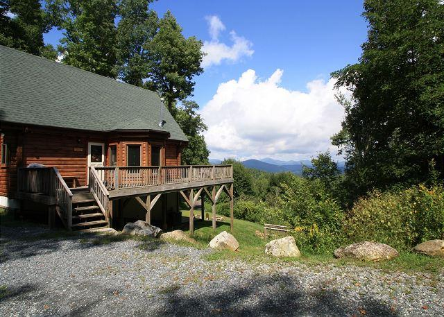 A Mountain Jewel multi-level log home , great view, sleeps 10 - Image 1 - Blowing Rock - rentals