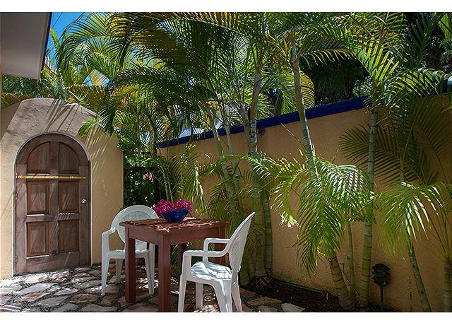 Private courtyard - Modern, comfortable well appointed, large studio w king and private courtyard - Puerto Morelos - rentals
