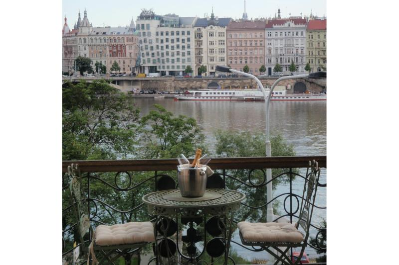 Balcony view - LUXURY RIVERSIDE * INCREDIBLE LOCATION AND VIEWS - Prague - rentals