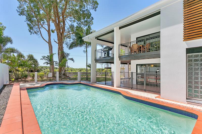 Pool, House and Ocean - Dolce Vita Large Beach House in Cairns / Palm Cove - Clifton Beach - rentals