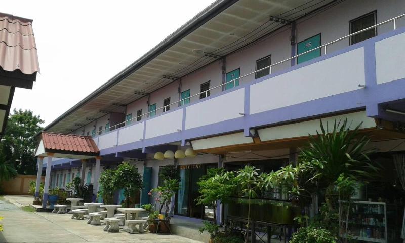 Apartment outside - Uwe and Wantana's Apartments in Pattaya-Jomtien - Pattaya - rentals
