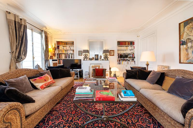 Arc de Triomphe Vacation Rental with Ideal View - Image 1 - Paris - rentals