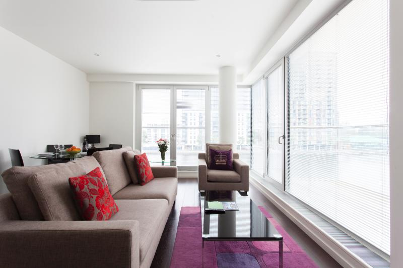 Living - Vacation Rental at Canary Wharf Apartments in Lond - London - rentals