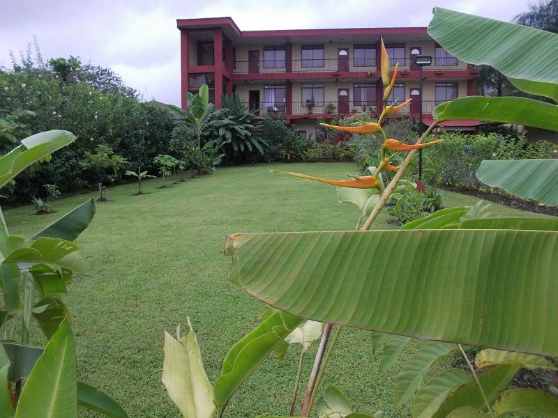 Front Garden - 2 bedrooms apartment, for 4 guests at La Fortuna - La Fortuna de San Carlos - rentals