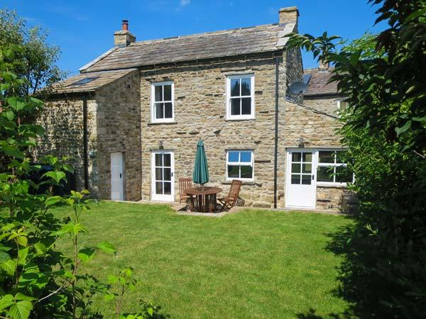 CROSS BECK COTTAGE, detached cottage, en-suite, woodburner, walks and cycle routes in area, in Grinton near Reeth, Ref 907018 - Image 1 - Reeth - rentals