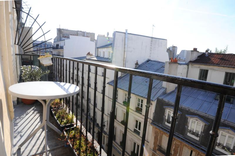 Parisian Studio Apartment with a Balcony - Image 1 - Paris - rentals