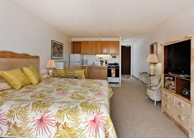 "King bed with new 32"" HD flat screen TV/DVD player - Heart of Waikiki studio on 20th floor - ocean views, WiFi, parking, sleeps 2. - Waikiki - rentals"